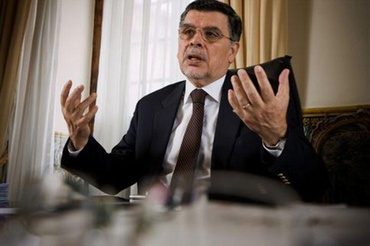 António Capucho suspende mandato autárquico