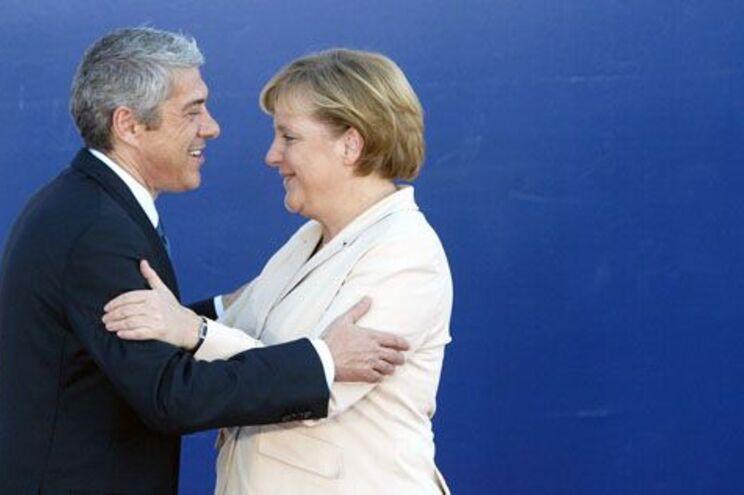 Imprensa alemã ignora reunião Merkel-Sócrates