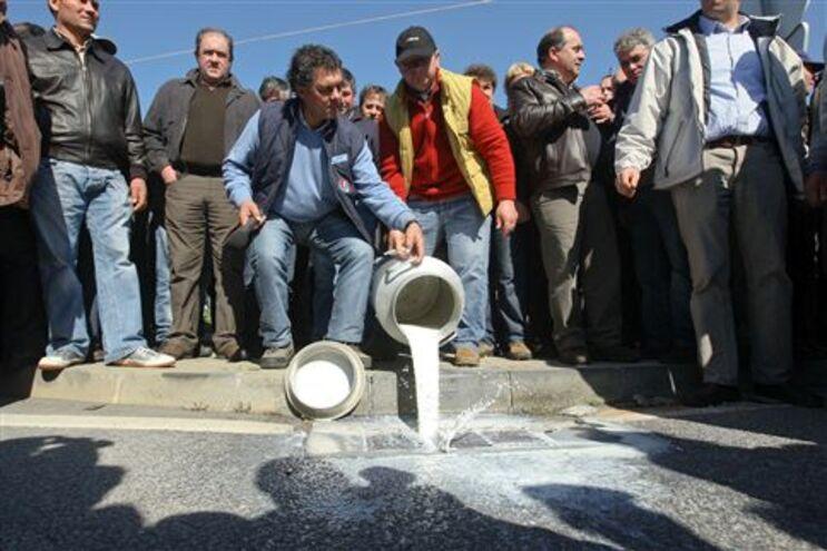 Produtores querem aumentar o preço de venda de leite à indústria