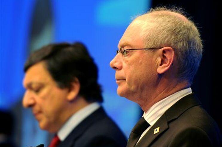 """Líderes europeus aprovam """"pacto para o euro"""" e reforço da competitividade"""