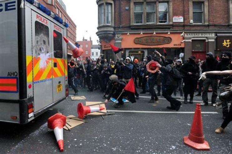 500 mil ingleses manifestam-se contra medidas de austeridade
