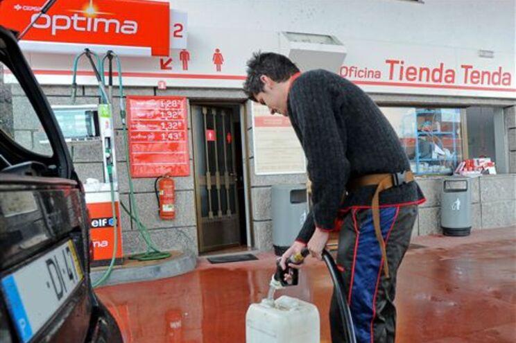 Portugueses vão a Espanha encher depósitos e bidões de combustível