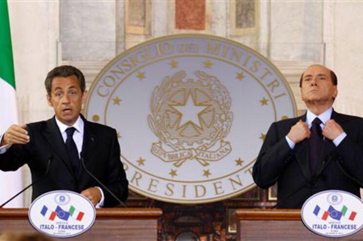 Berlusconi e Sarkozy defendem reforma do Tratado Europeu de Schengen