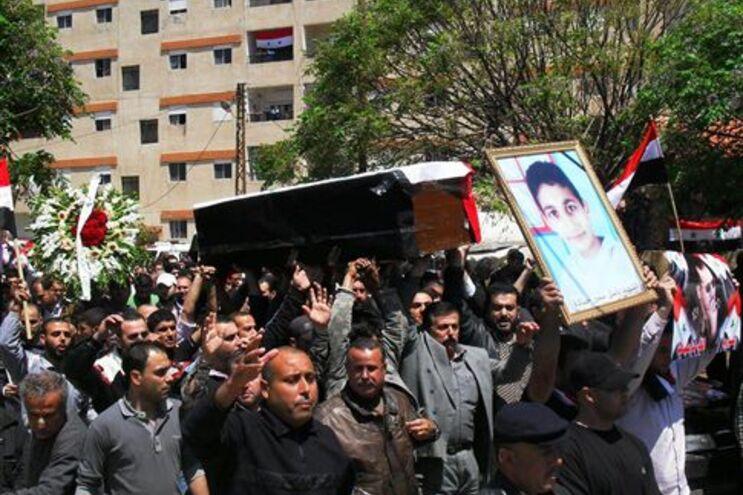Funeral de uma vítima da violência dos últimos dias nos arredores de Damasco