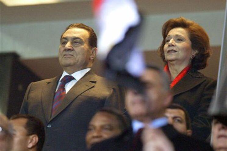 Mubarak renuncia a bens e propriedades