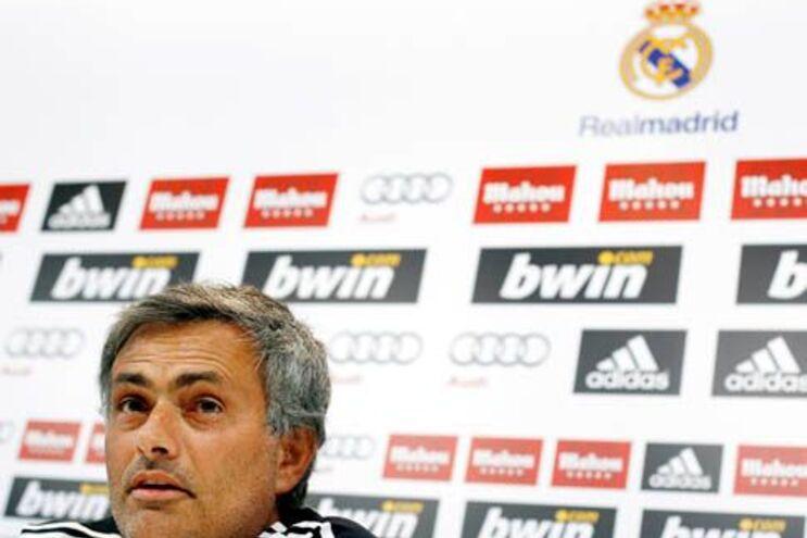 """Mourinho promete """"mesma paixão"""" e pede mais actos que palavras no """"fair-play"""""""