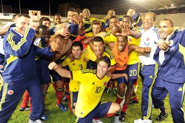 James Rodríguez, ao centro, foi eleito como o melhor jogador do Torneio de Toulon, vencido pela Colômbia
