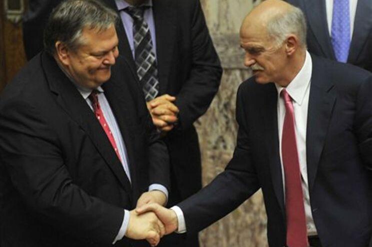 O ministro das Finanças e o primeiro-ministro venceram a primeira etapa