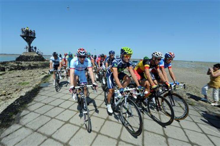 Tour termina a 24 de Julho, em Paris, após 21 etapas e 3430,5 quilómetros