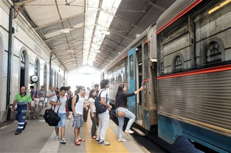Ligação de comboio à Galiza poderá manter-se e chegar a Tui