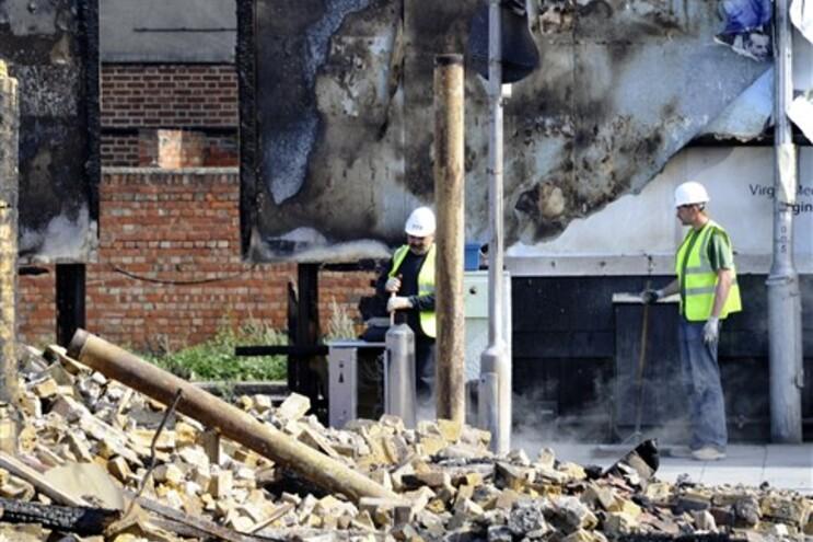 Cidadãos mobilizam-se para garantir segurança nas ruas inglesas
