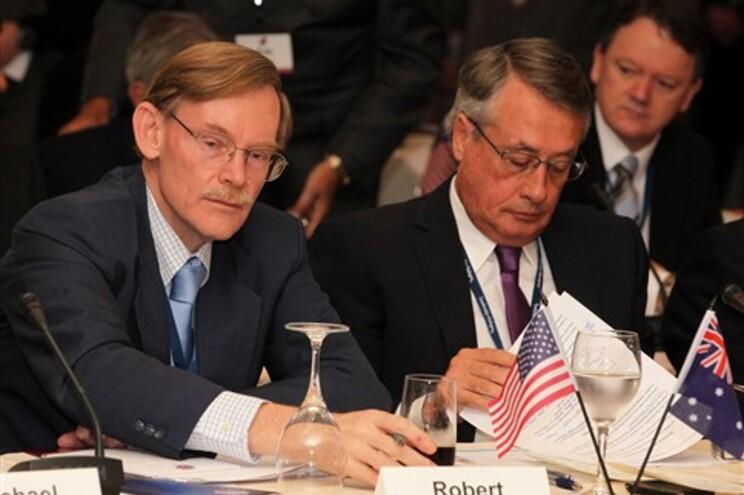 Presidente do Banco Mundial, Robert Zoellick, na imagem à esquerda