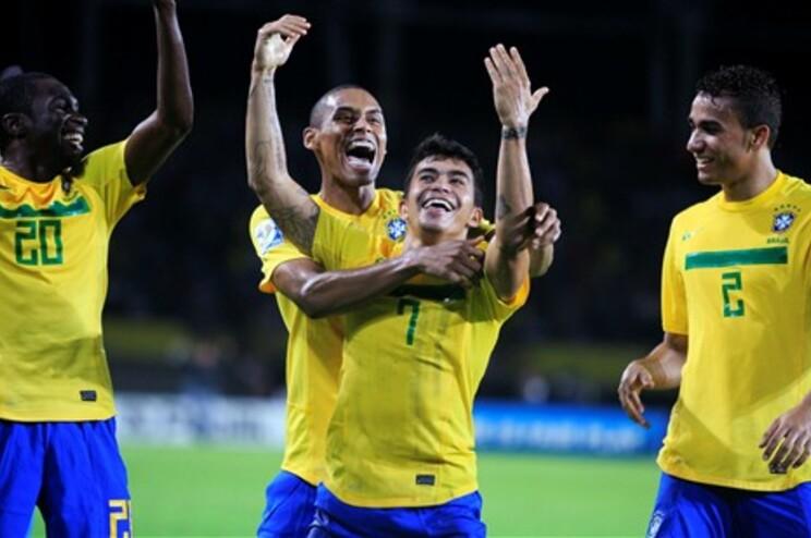 Jogadores do Brasil fetejam passagem às meias-finais