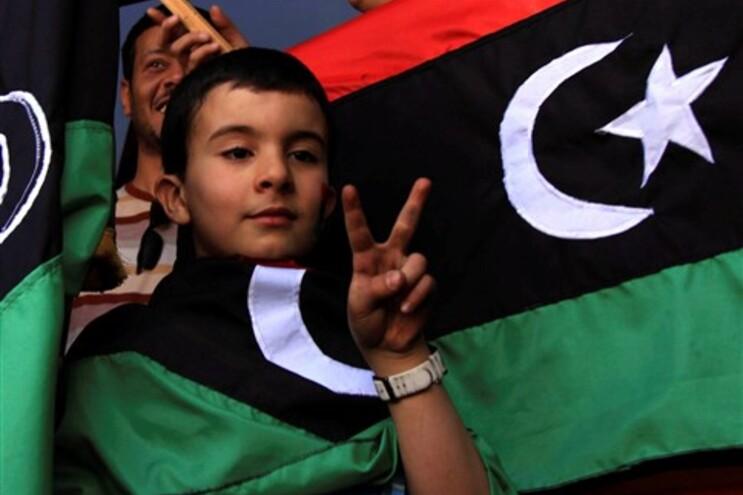 Bandeira tricolor dos rebeldes líbios