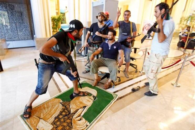 Rebeldes indignados com luxo da casa da filha de Kadafi