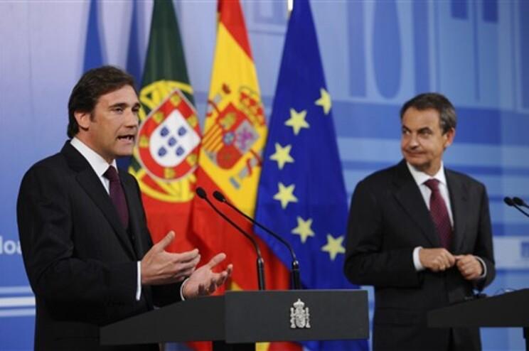 Passos Coelho em conferência de imprensa em Madrid