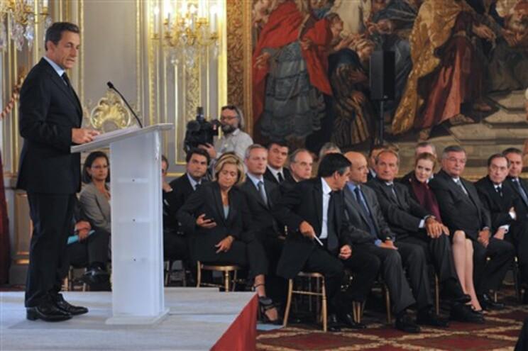 """Sarkozy elogia """"progressos"""" de Portugal no combate à dívida"""
