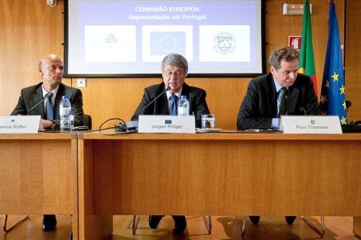 Elementos da troika na conferência de imprensa de apresentação das medidas do memorando de entendimento