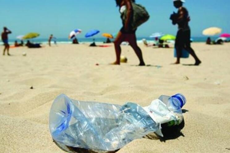 """Voluntários de 100 países a """"limpar o mundo"""" em 2012"""