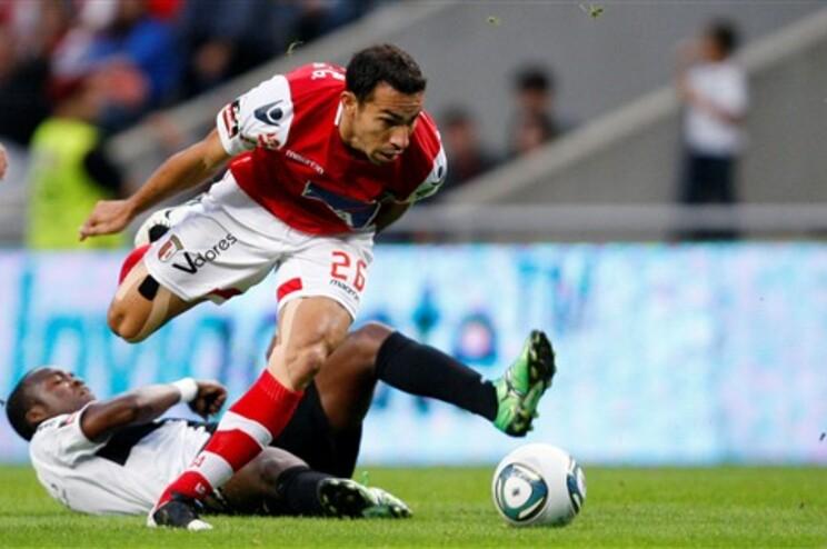 Braga vence e cola-se à liderança