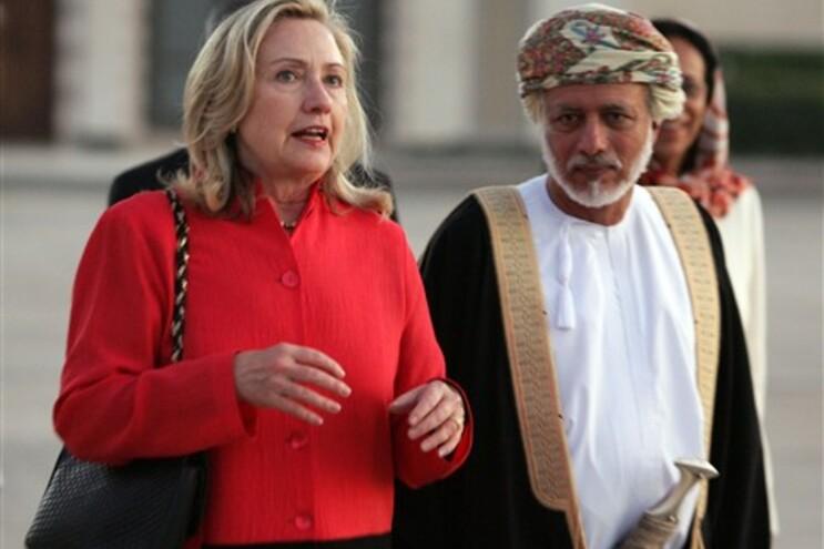Hillary Clinton com o ministro dos Negócios Estrangeiros afegão