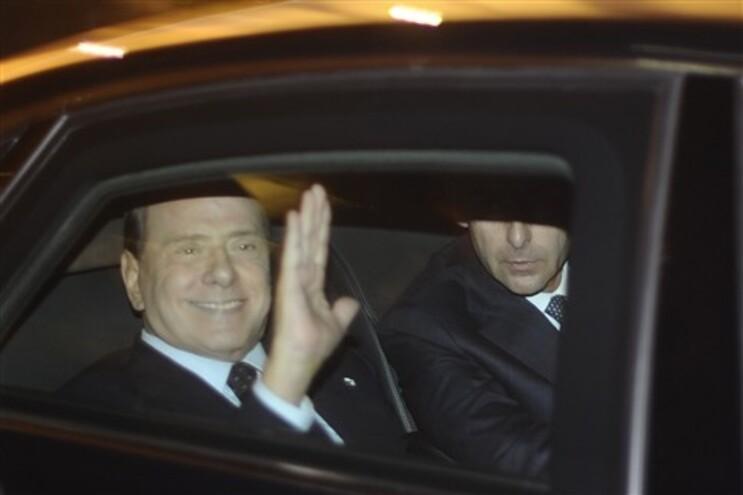Silvio berlusconi à chegada do palácio persidencial
