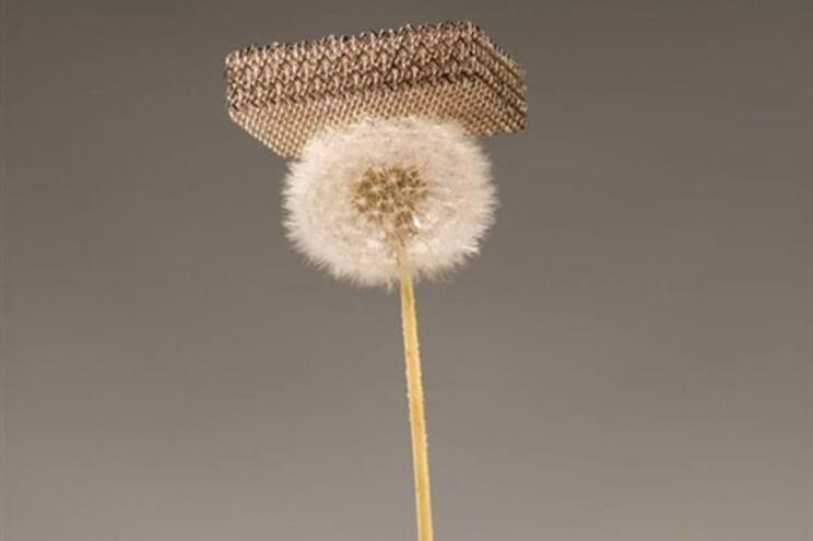 Cientistas inventam o material metálico mais leve do Mundo
