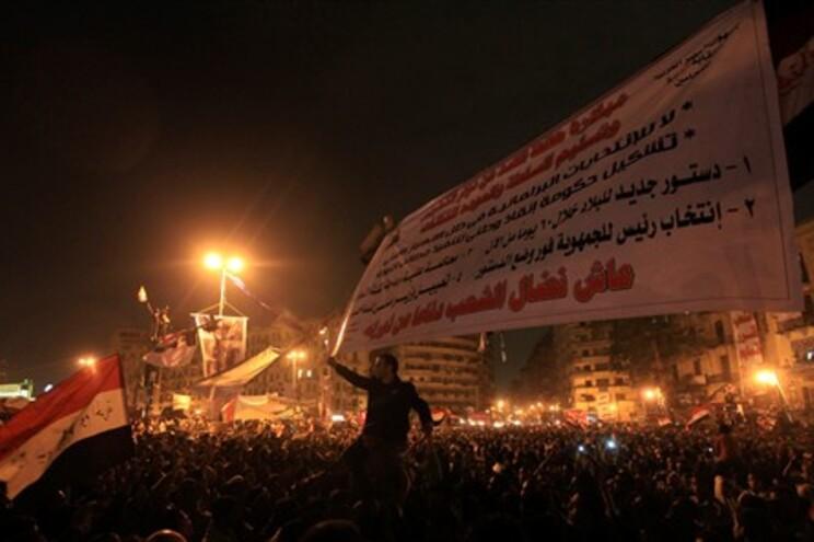 Praça Tahrir levanta-se agora contra o Exército