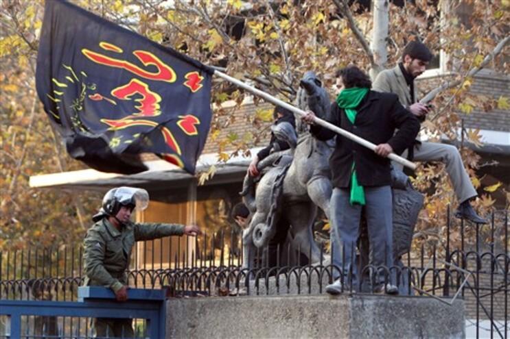 Embaixada britânica foi invadida por manifestantes