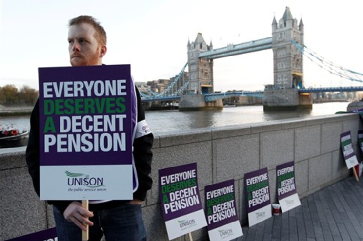 Greve paralisa sector público britânico