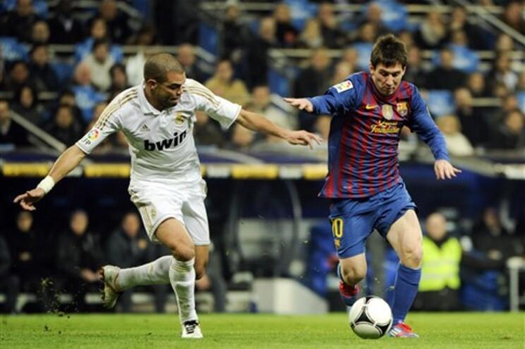 Pepe pisou Messi num lance que está a valer muitas críticas ao atleta português