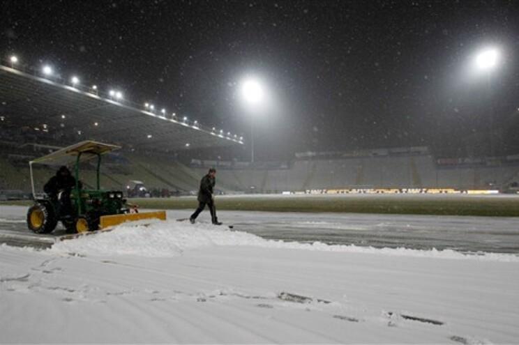 Neve impediu a realização do jogo