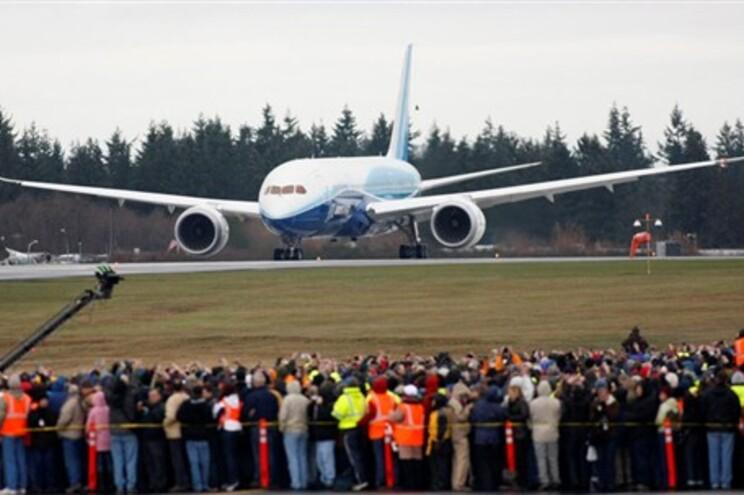 """Boeing detecta defeito de fabrico no """"Dreamliner"""""""