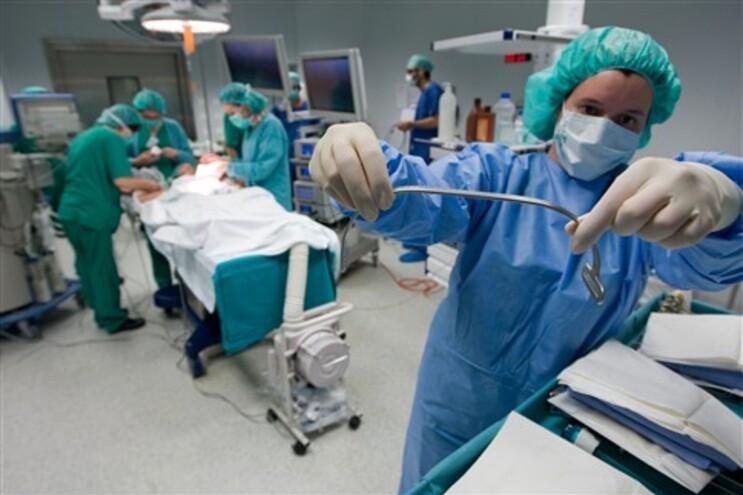 Prótese personalizada para corrigir deformação torácica