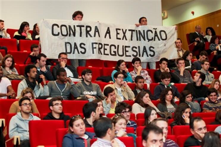 """Municípios consideram que dívida de 12 mil milhões é """"erro de informação"""" de Relvas"""