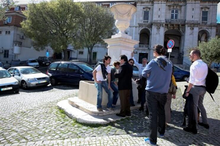 Jornalistas começaram a juntar-se à porta da Direcção Nacional da PSP