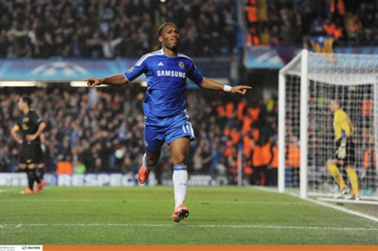 Golo de Drogba dá vantagem ao Chelsea sobre o Barcelona