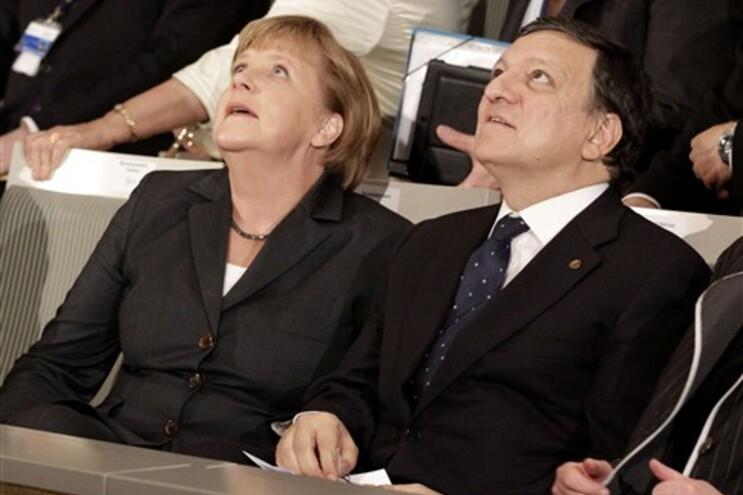 Bruxelas quer baixar salários e cortar no subsídio de desemprego