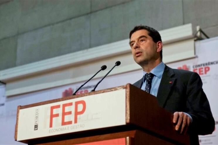 """Vítor Gaspar diz que redução da dívida é tarefa para """"muitos anos"""""""
