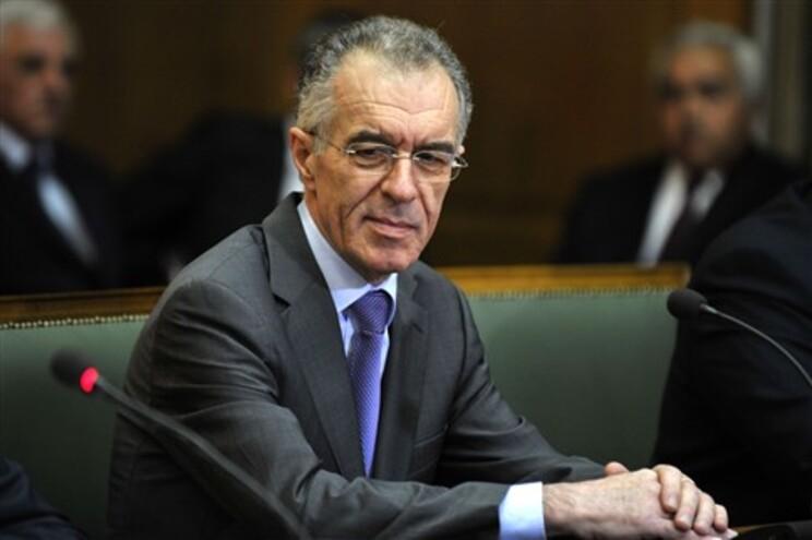 Ministro grego das Finanças encontra-se hospitalizado