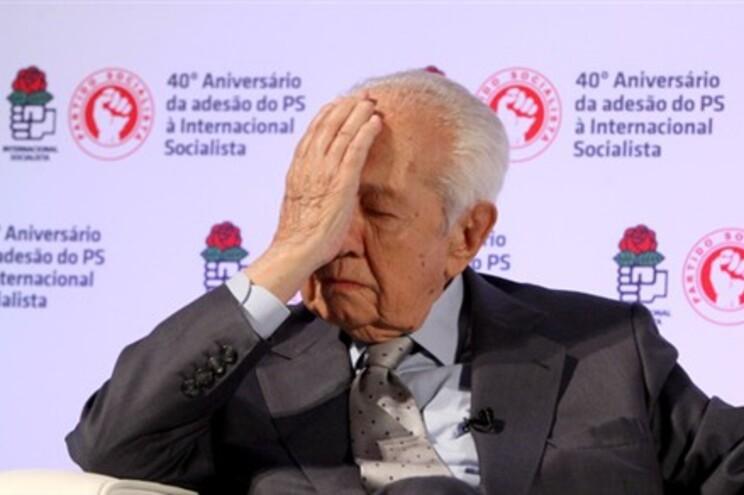 """O ex-Presidente da República Mário Soares felicitou os médicos pelo """"exemplo extraordinário"""""""