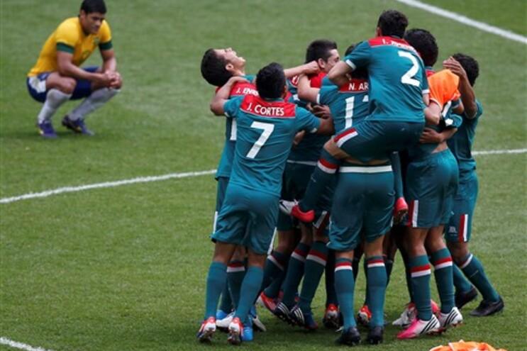 A desilusão de Hulk e a festa dos jogadores do México
