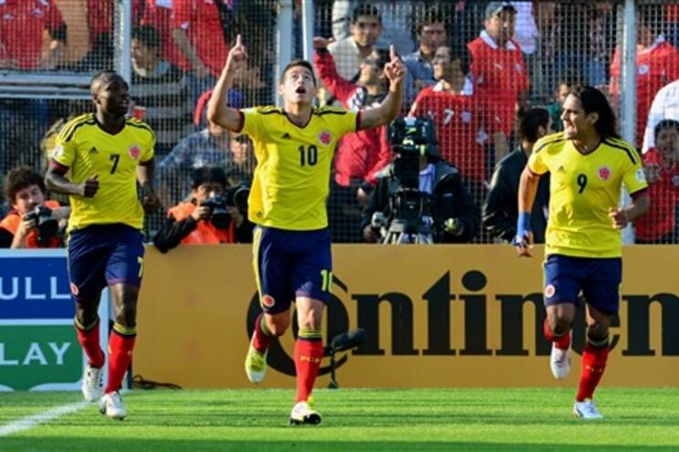 James festeja primeiro golo ao lado de Falcao