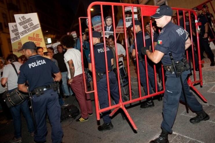 Protestos frente à residência oficial do primeiro-ministro
