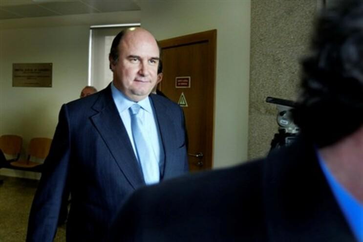 O mandado de extradição de Vale e Azevedo foi emitido no âmbito do caso Dantas da Cunha