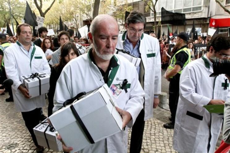 """João Cordeiro pede """"medida de emergência"""" para as farmácias"""