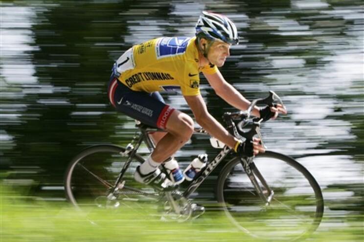 UCI baniu Armstrong do ciclismo
