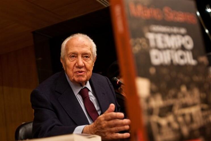 Mário Soares elogia Obama