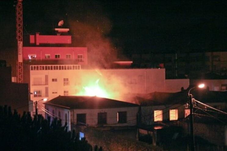 Antiga fábrica Confiança arde pela quinta vez este ano