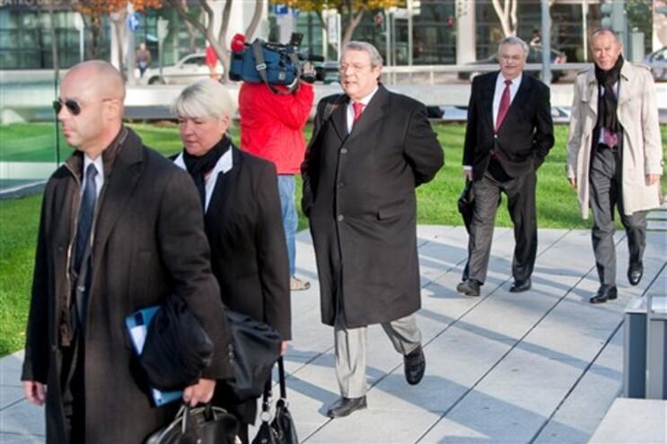 Admistradores alemães à chegada ao tribunal